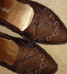 36-os sötét barna kis cipő