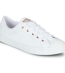 Converse alacsonyszárú fehér cipi