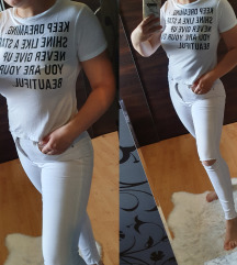 Fehér feliratos póló