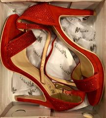 új piros cipő