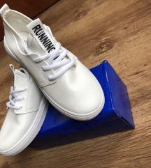 34es cipő
