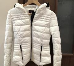 Fehér kapucnis dzseki