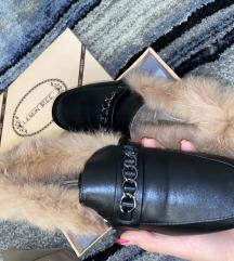 Fekete vadi új, szörmés, Gucci stílusú topánka.
