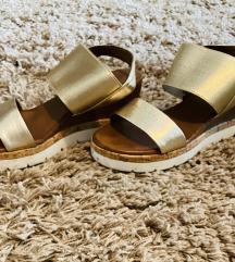 Inuovo arany színű szandi
