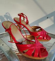 Magassarkú cipő