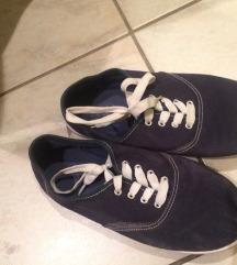 vadiúj tornacipő