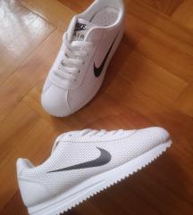 36 új Nike cipő