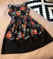 Élénk virágos ruha