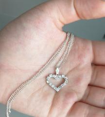 nyaklánc csillogó szív medállal
