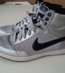 Magasszárú ezüst Nike cipő