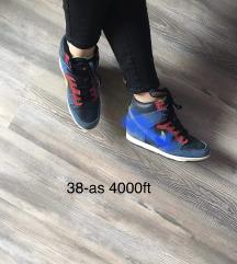 Nike telitalpú