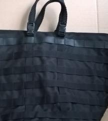 Eladó nagyméretű fekete Nike táska
