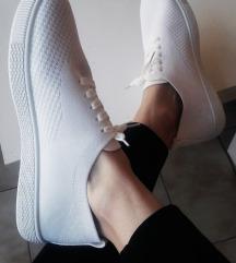 Hófehér tornacipő