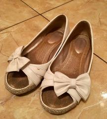 Újszerű topánka