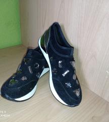 Fekete köves cipő