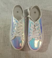 Holografikus sportcipő