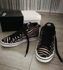 ADIDAS magasított sarkú cipő