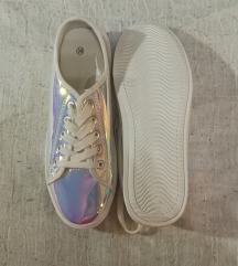 Holografikus cipő