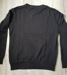 Fekete pulóver
