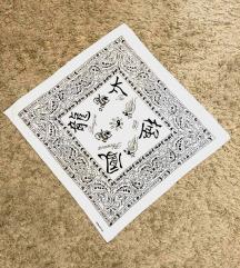Fekete-fehér ázsiai írásjeles kendő