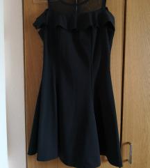 Félvállas fekete ruha