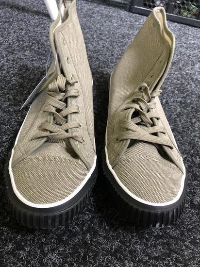 Vadonatúj férfi tornacipő