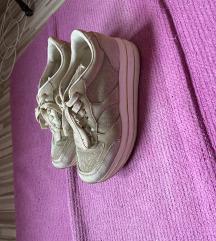 Eladó telitalpú  Humanicos cipős