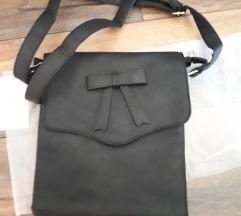 Teljesen új! Címkés fekete táska-masni dísszel