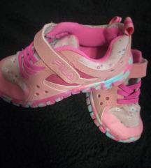 rózsaszín kislány cipő