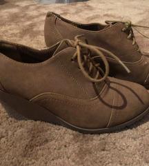 Telitalpú cipő 38