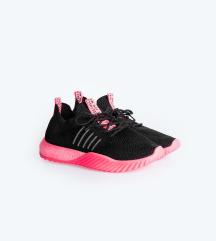 Fűzős fekete-neonpink edzőcipő