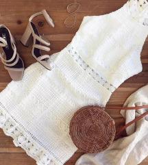 Fehér csipkés ruha