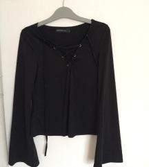 Fekete, mellnél fűzős, bő ujjú póló