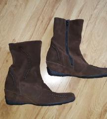új barna velúrbőr, vastag bélelt csizma (40)
