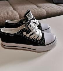 27-es fekete rövid szárú Converse cipő - GYEREK