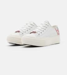 Új eredeti guess cipő