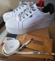 Eredeti ÚJ garanciás Tommy Hilfiger platform cipő