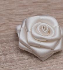 Törtfehér rózsa kitűző