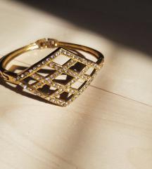 Aranyszínű strasszos karkötő (csere is)