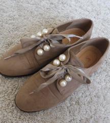 Gyöngyös cipő