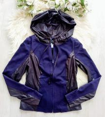 Magenta kapucnis hátán printelt kabátka S