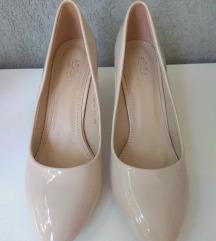 Krémszínű lakk cipő