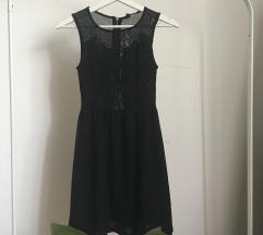 Elegáns hímzett ruha