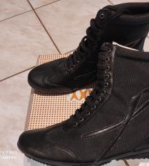 Egyedi magasszárú cipő ÚJ 37-es