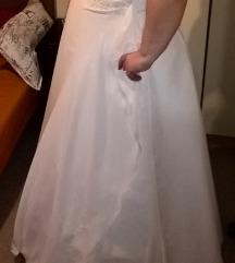 Nagy méretű menyasszonyi ruha