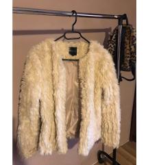 Fehér szőrme kabát
