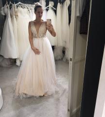 Gyönyörű egyedi tervezésű menyasszonyi ruha