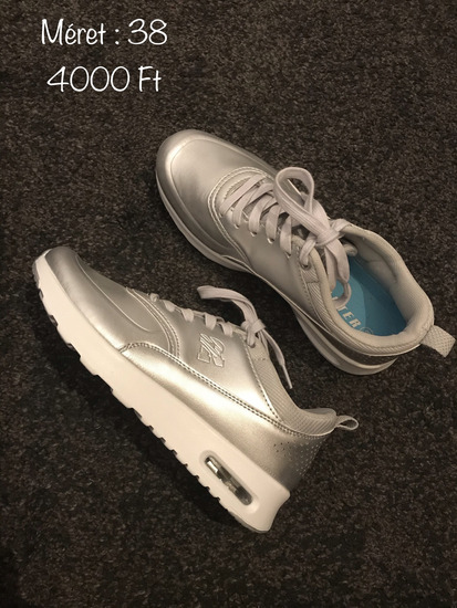 Ezüst, fényes sportcipő 👟
