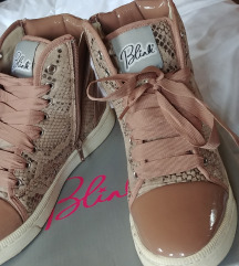 Blink púder lakk cipő