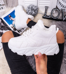 Fehér bundás edzőcipő